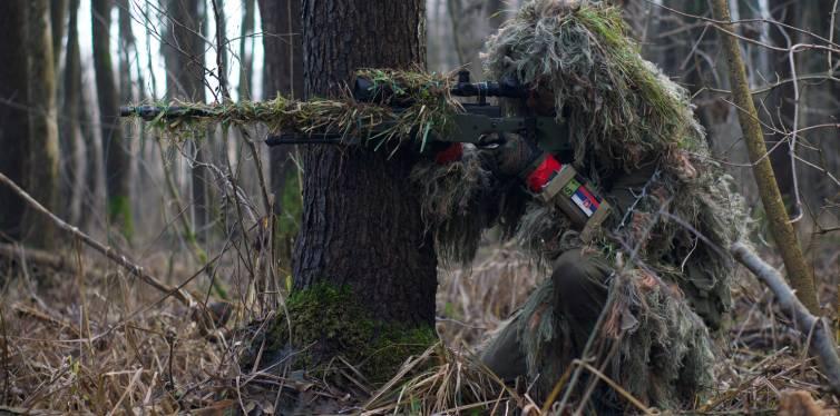 un chasseur camouflé pour la chasse