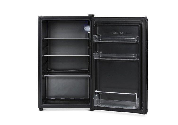 frigo ouvert pour voir l'intérieur