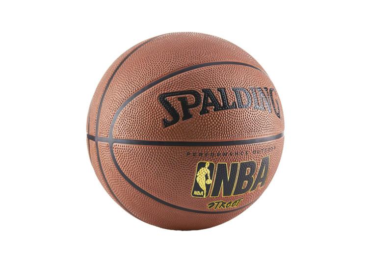 ballon spalding marron pour jouer en exterieur