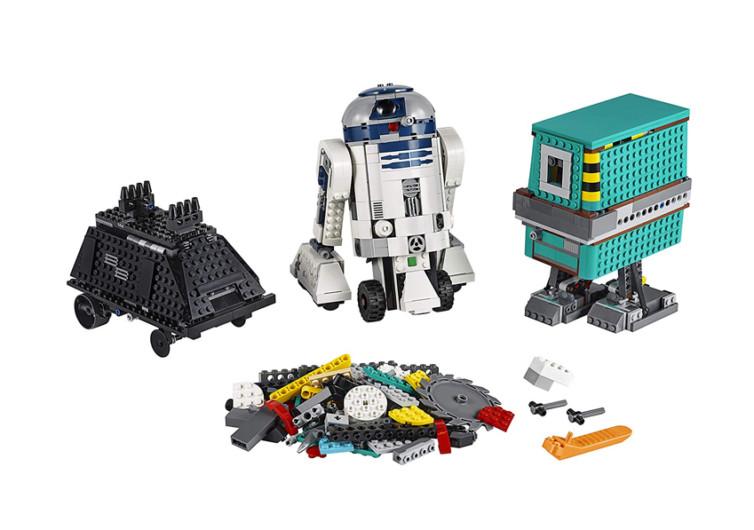 trois robots fabriqués en lego avec R2D2