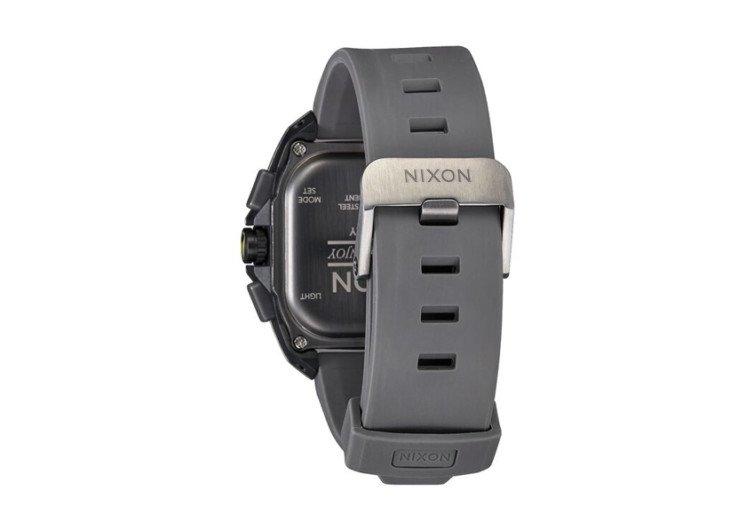 vue de dos montre nixon replay