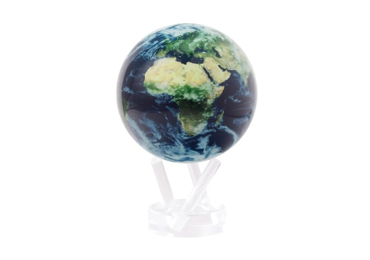 un globe terrestre en verre rotatif