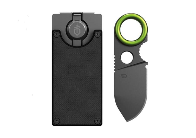 porte carte bancaire en métal avec un couteau vert