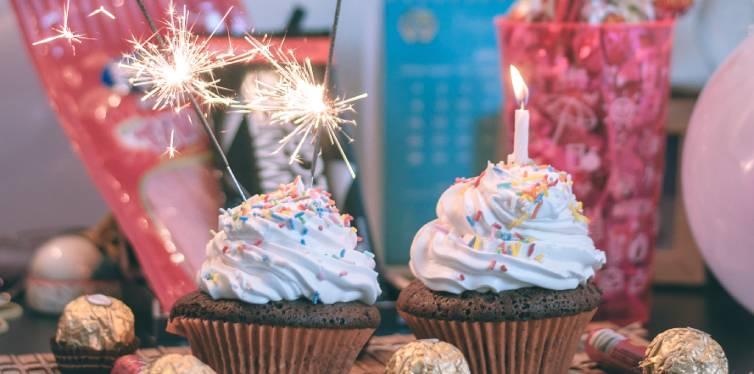 cupcake d'anniversaires avec bougies