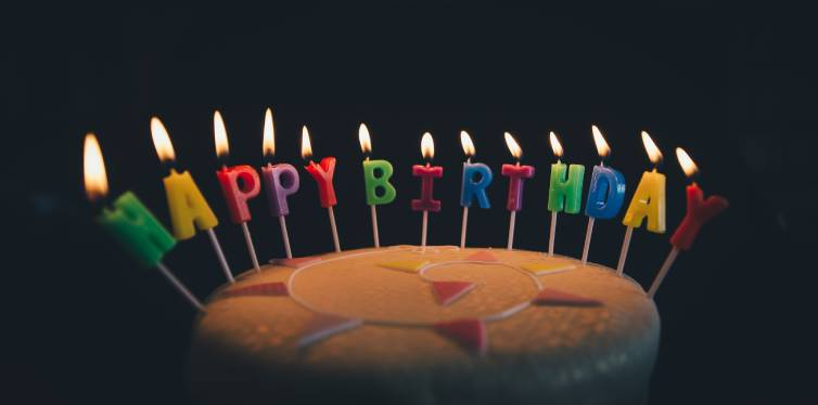 gateau anniversaire avec bougies