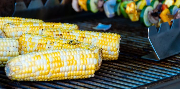 épi de maïs qui grille