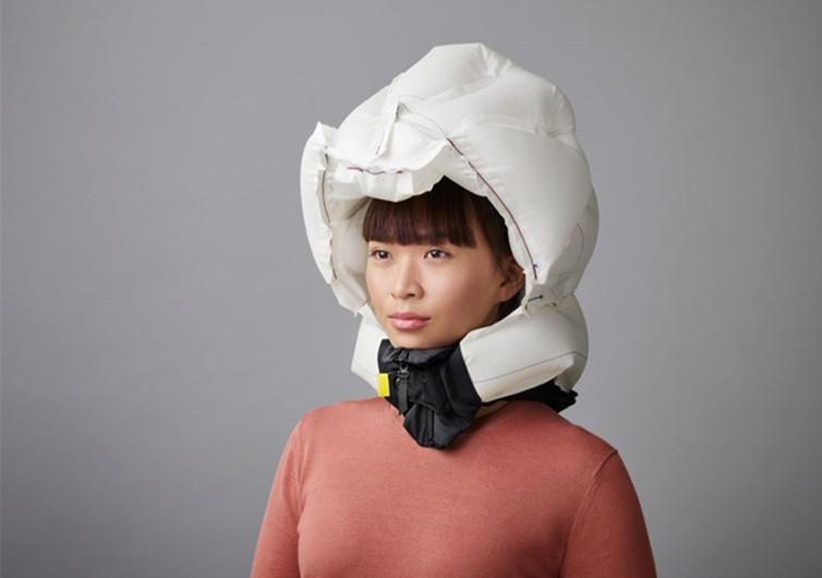 fille portant un casque airbag en doudoune