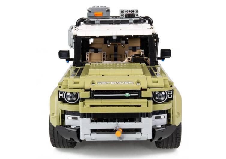 lego land rover defender a beaucoup de pièces
