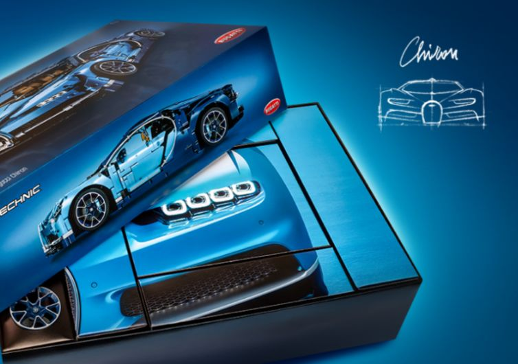 boîte de jeu lego bleu avec une voiture de course